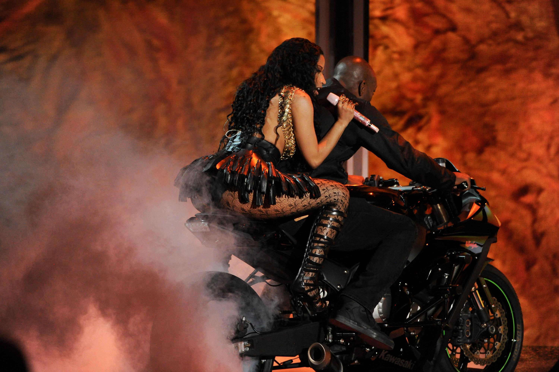 Nicki minaj touches meek mill039s dick on stage