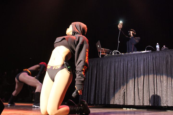 Teyana Taylor , Dreezy , & Tink Perform Their Black Girl Magic