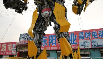 Repairman Made 6-meter Tall 'Bumblebee' Transformer In Dongying