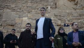 World's tallest man Sultan Kosen in Egypt