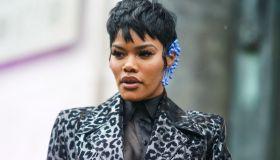 Street Style - Paris Fashion Week - Womenswear Fall/Winter 2020/2021 : Day Three